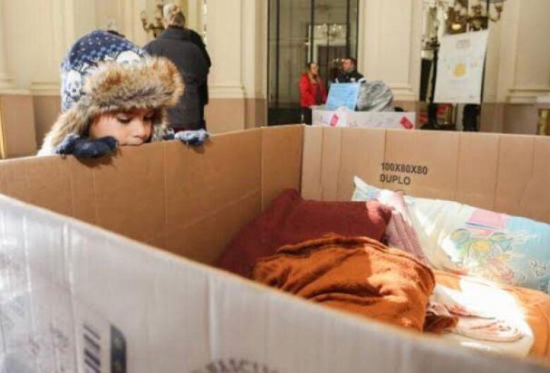 Ação social arrecada roupas de frio para famílias carentes