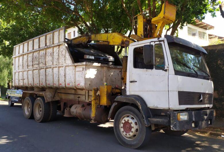 Caminhão furtado em Araraquara é localizado na SP-318