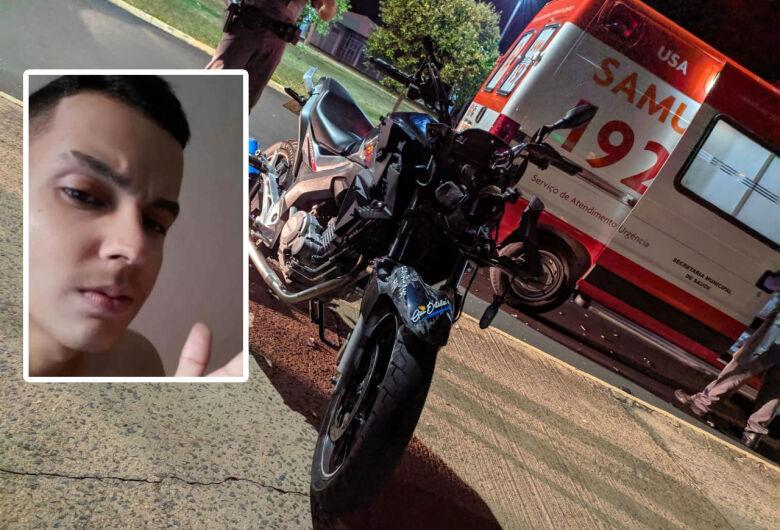 Morre motoboy que colidiu em poste em frente ao Atacadão