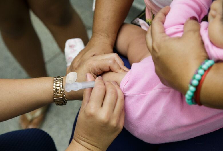 Vacinação contra a gripe será aberta para todos os públicos a partir de segunda-feira