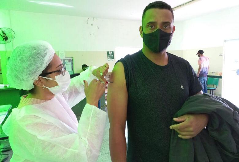 COVID-19: Ibaté vacina grupo de pessoas com 31 anos nesta quarta-feira (21)