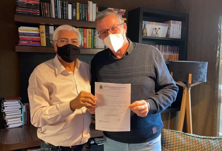 Nino Mengatti protocola pedido para denominação do prédio da Secretaria Trabalho
