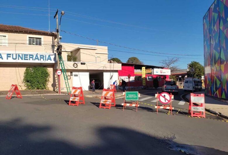 Caminhão danifica fiação elétrica na Vila Prado