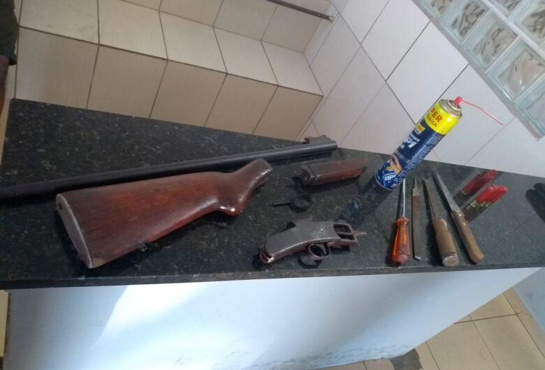 Denúncia anônima leva apreensão de arma ilegal em Ibaté
