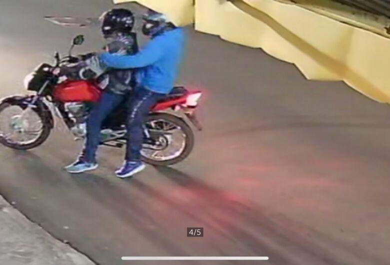 Câmera de segurança registra assalto em depósito de bebidas