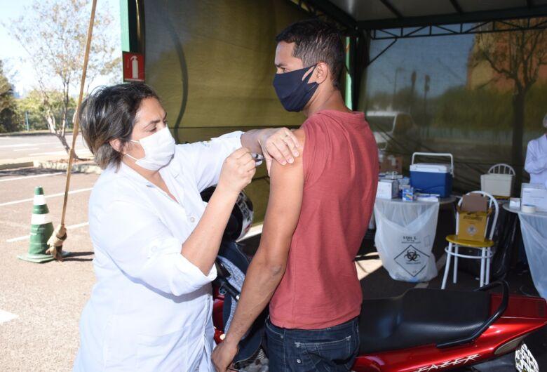 Nesta terça-feira quem tem 28 anos já pode ser vacinado contra a covid-19