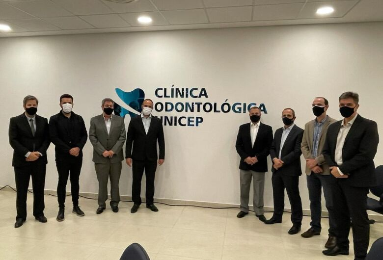 Rodson representa a Câmara Municipal na inauguração da Clínica de Odontologia da Unicep