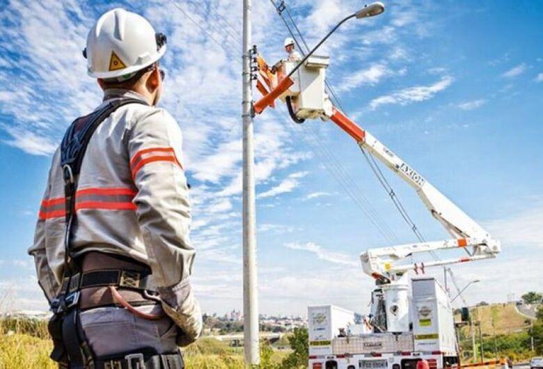Vento forte causa interrupções de energia elétrica em São Carlos