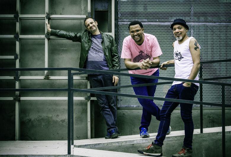 #EmCasaComSesc começa com o show do Mani Padme Trio