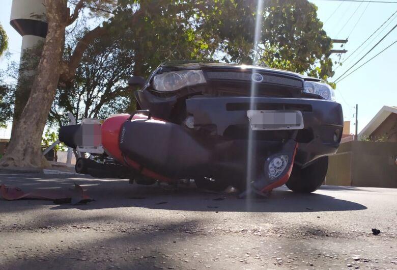 Motociclista sofre traumatismo craniano após grave acidente no Cruzeiro do Sul