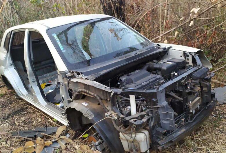 ROCAM descobre cemitério de carros roubados e furtados na região do Antenor Garcia