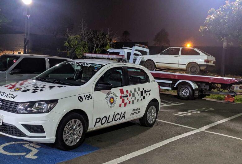 Proprietário localiza seu carro com adulterações em estacionamento no centro