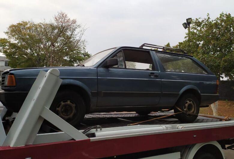Carro furtado é localizado na região do Shopping