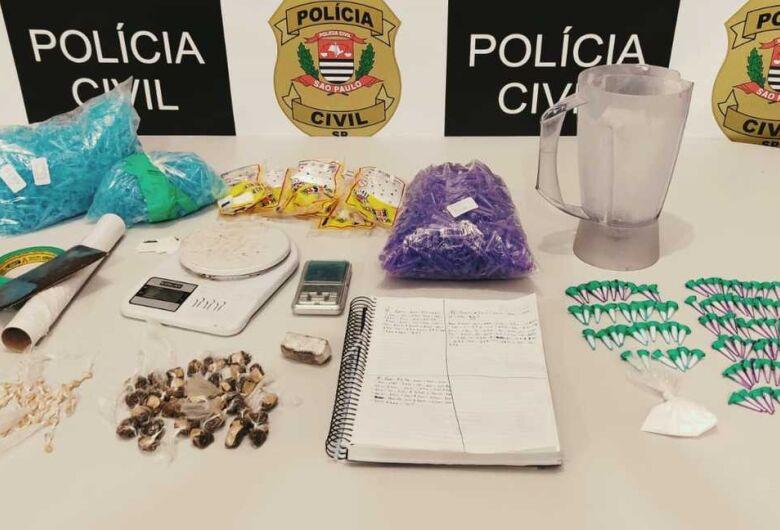 Policiais da Dise apreendem drogas e objetos relacionados ao tráfico