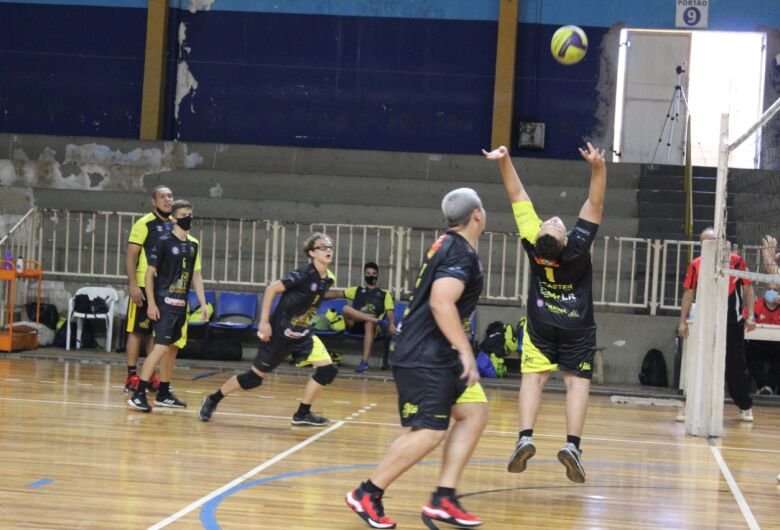 Equipe infantil de vôlei masculino de São Carlos estreia na APV