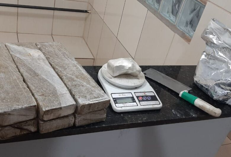 PMs da Força Tática apreendem grande quantidade de drogas em Ibaté