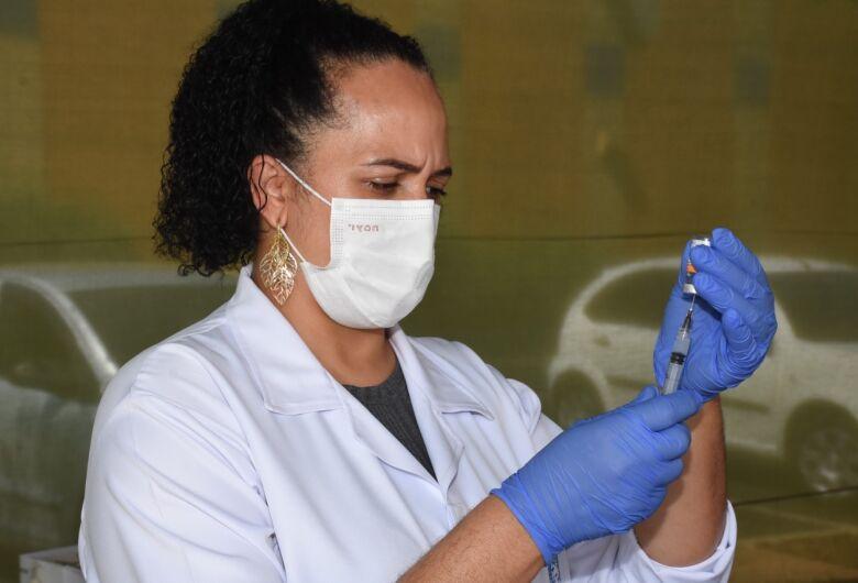 São Carlos já aplicou mais de 400 mil doses da vacina contra a covid-19