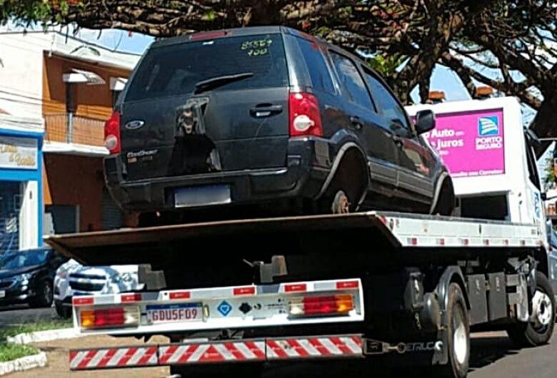 Carro roubado é entregue a proprietária no 2º DP