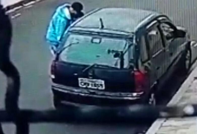 Carro furtado no Centro é recuperado pela PM