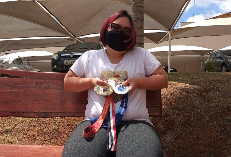 São-carlense com síndrome de Down é vice-campeã em torneio internacional de para-caratê