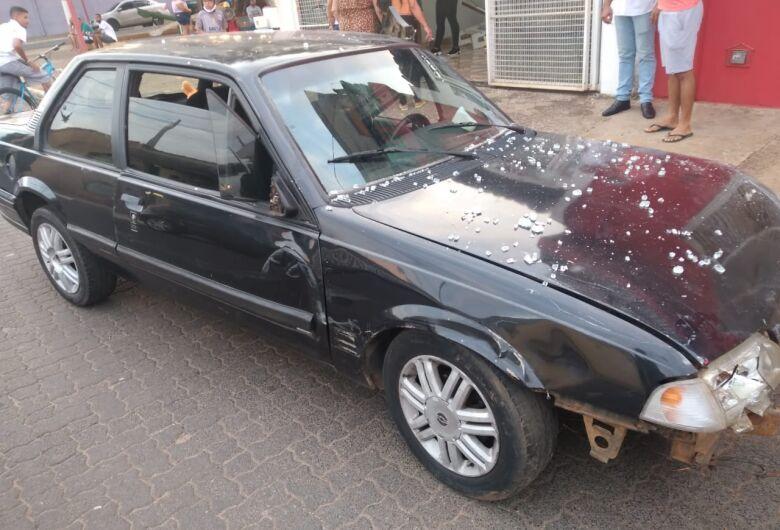 Motorista embriagada invade loja e atropela mãe e criança