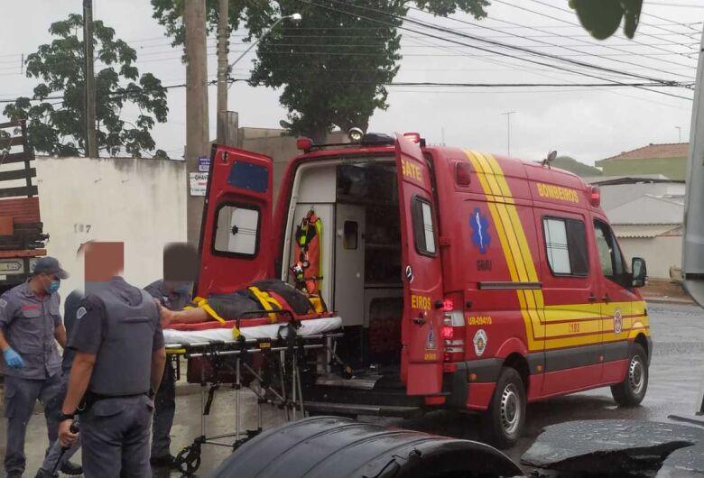 Motociclista atinge carro e caminhão estacionado no São Carlos 8