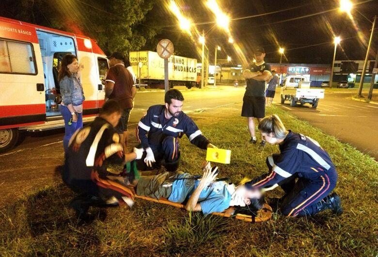 Ciclista é atingido por carro na Praça Itália