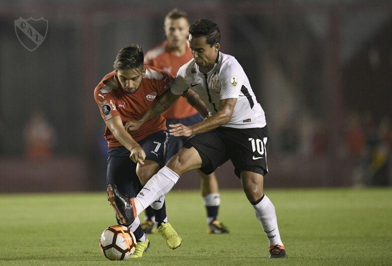 Corinthians vence Independiente e abre vantagem na liderança