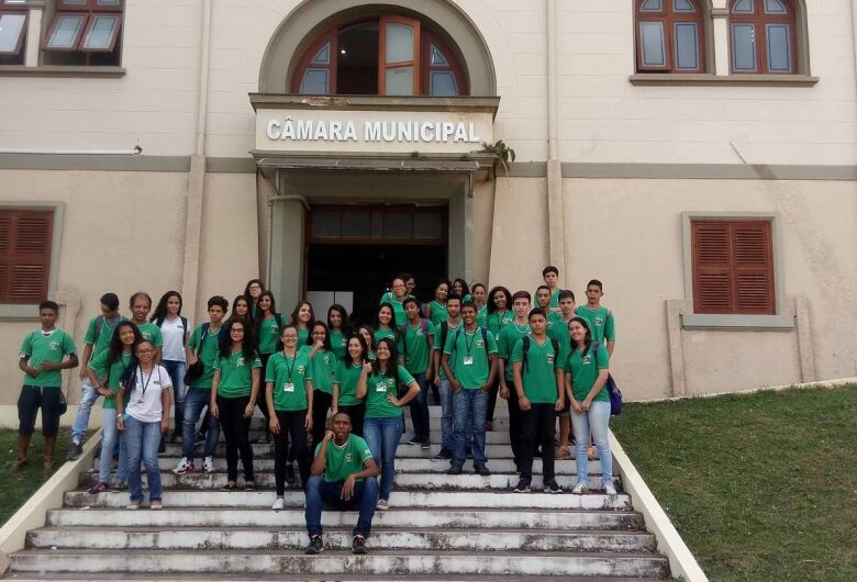 Alunos do Cefa participam do projeto Visite a Câmara a convite do vereador Elton Carvalho