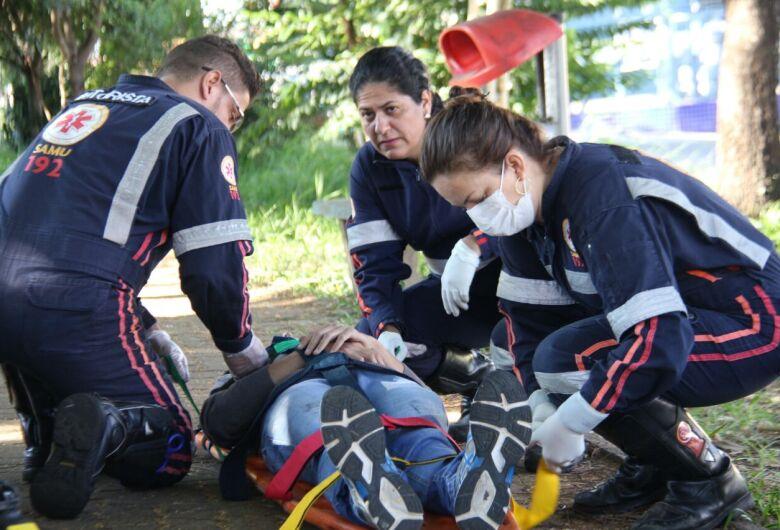 Colisão entre carro e moto deixa um ferido