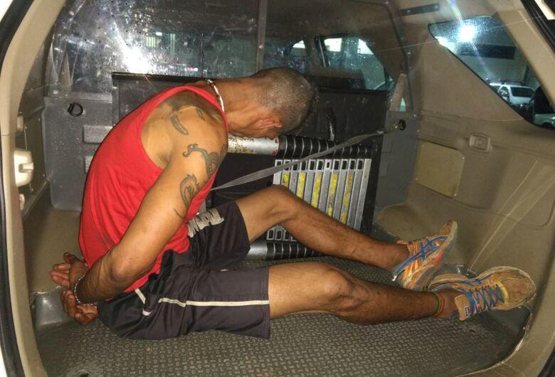 Tático prende procurado por furto na região do CDHU