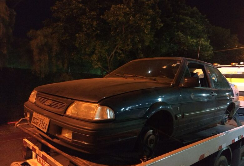 Carro furtado é encontrado na área rural