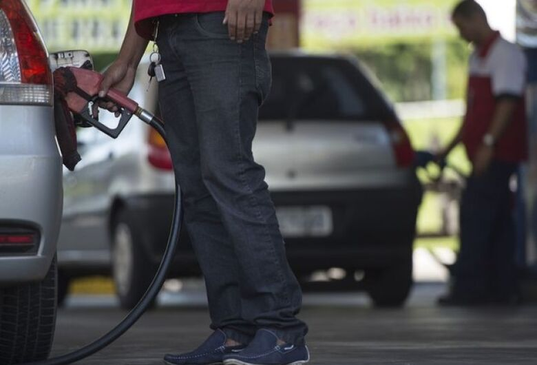 Petrobras elevará diesel e gasolina a partir desta terça-feira