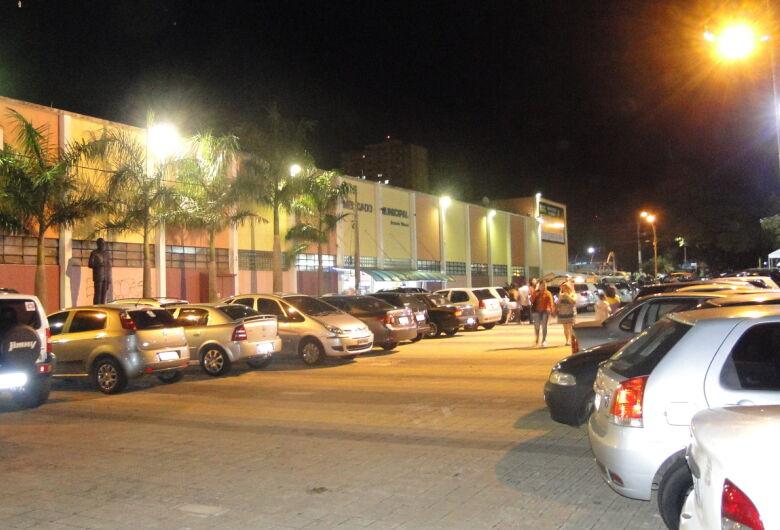 Comércio central terá estacionamento gratuito nesta sexta-feira (20)