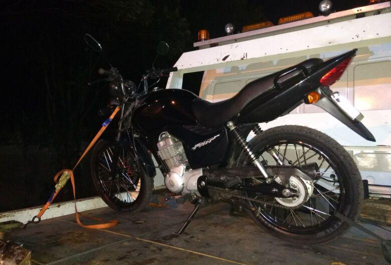 Homem é preso acusado de furtar pneu em borracharia
