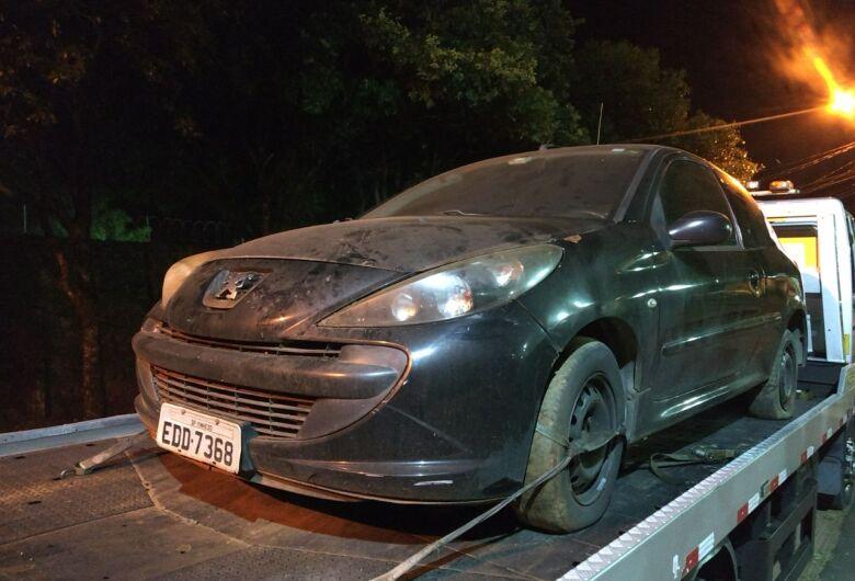PM encontra carro com queixa de furto em garagem de residência no Cidade Aracy