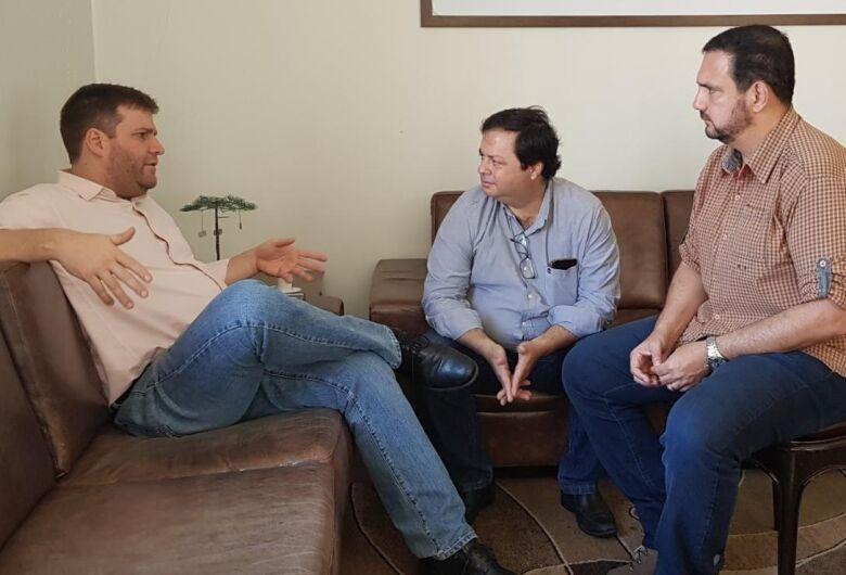 Julio Cesar recebe secretário de Saúde