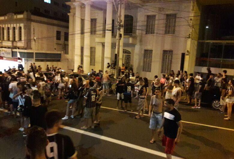 Torcedores do Corinthians invadem as ruas de São Carlos para comemorar o título