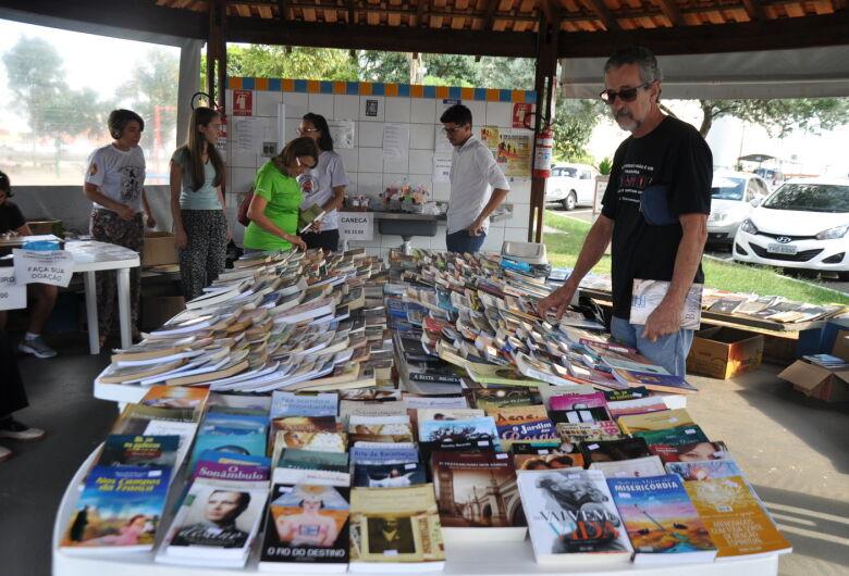 Grupo ProAnimal realiza feira do livro na FESC da Vila Nery