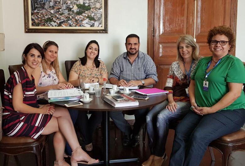 Julio Cesar recebe equipes da Saúde e Educação para discutir a realização de exame de vista para alunos nas escolas municipais
