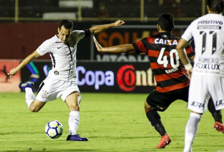 Corinthians empata sem gols com Vitória e decide classificação em casa