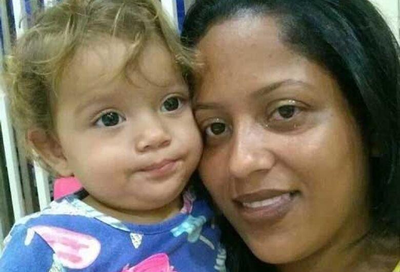 Polícia da região procura homem acusado de matar a esposa e a filha de 1 ano