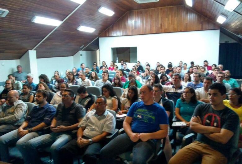 Auditório da Acisc fica lotado em palestra sobre empreendedorismo