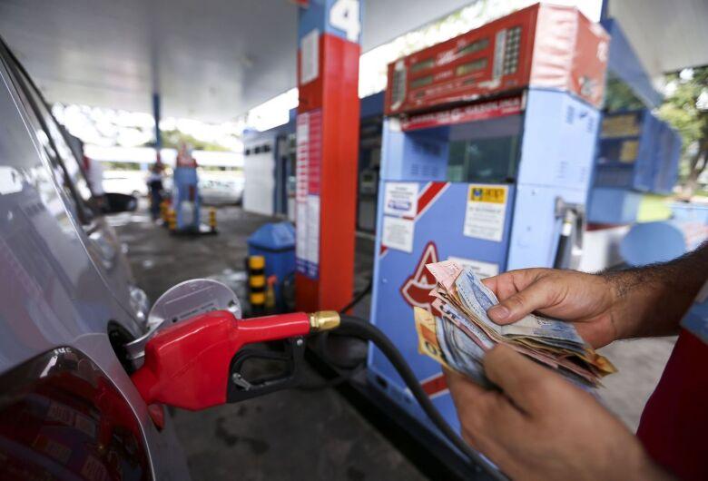 Gasolina da Petrobras atinge maior preço da era de reajustes, diesel renova máxima