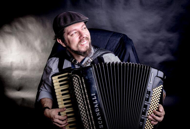 Sesc São Carlos traz show com Thadeu Romano