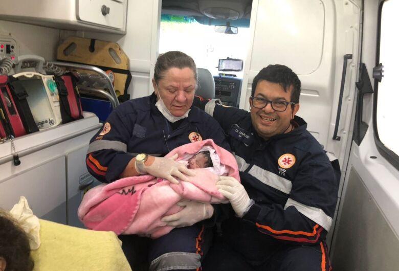 Equipe do Samu auxilia mulher em trabalho de parto no Fagá