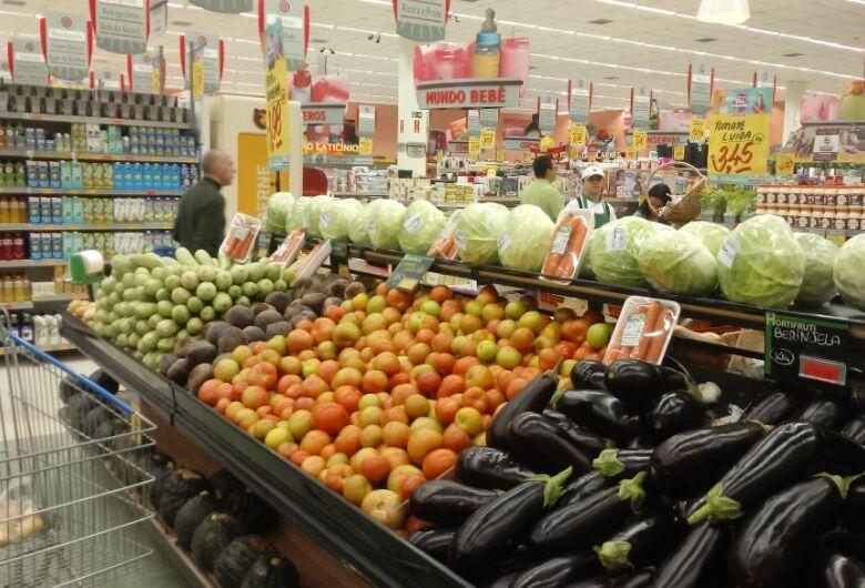 Supermercados e sacolões começam a sofrer com desabastecimento em São Carlos