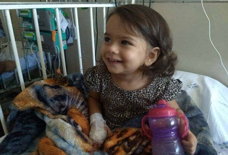 Com certificado de coragem, Dudinha passa por endoscopia com biópsia