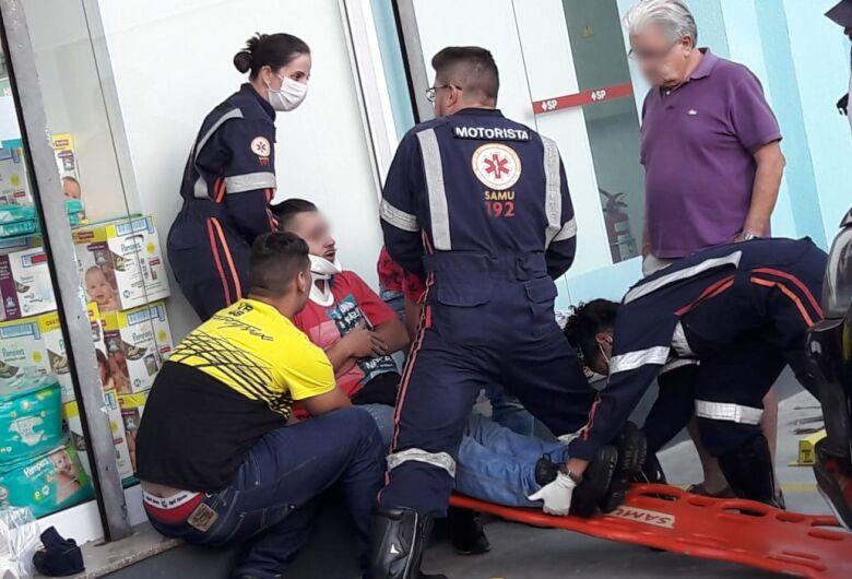 Acidente no Centro deixa motoboy ferido