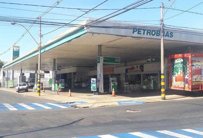 Postos fecham por falta de combustível em São Carlos